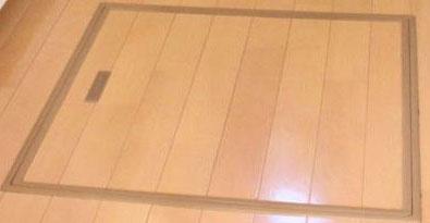 床下につく快適エアリーと定期点検用の入口について