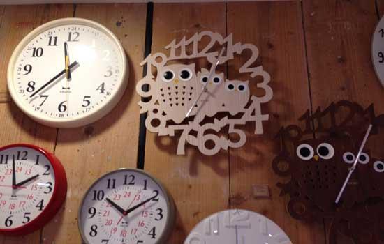 引き渡しの日に阪急でリビングに掛けるフクロウの時計を買いました